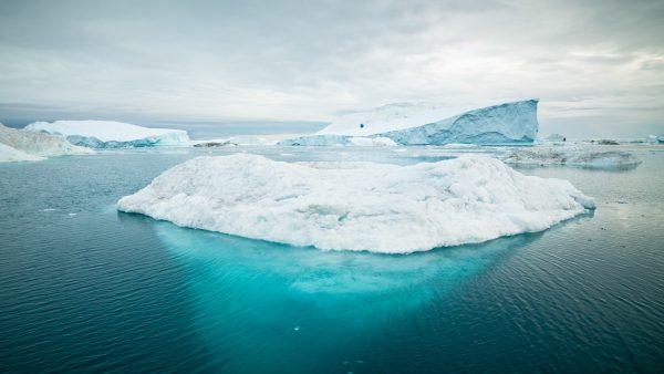 Blue iceberg - Photo by Alexander Hafemann